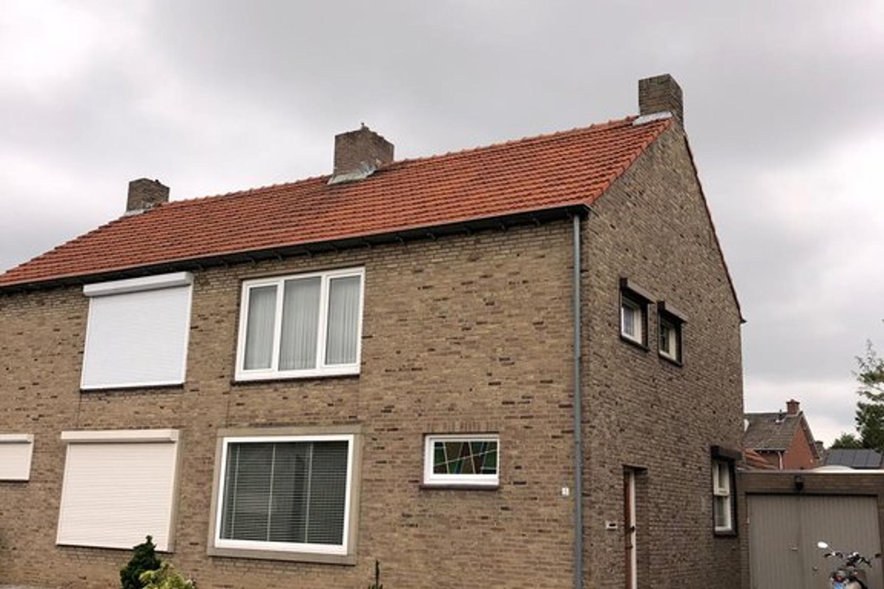 Burg. Hoenstraat 5 in Born 6121 HW