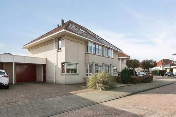 Ina Dammanstraat 12 in Oosterhout 4906 JD