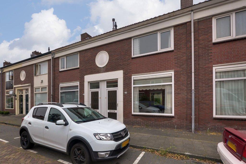 Auto Garage Beverwijk : Wilgenhoflaan 44 in beverwijk 1944 te: woonhuis. van gulik makelaars