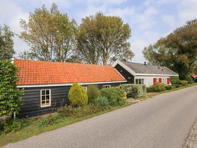 Westdijk 65 in Hellevoetsluis 3222 LL
