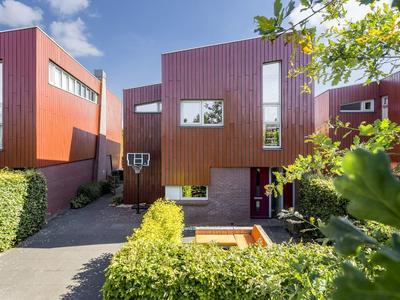 Vincent Van Goghstraat 74 in Deventer 7424 EL