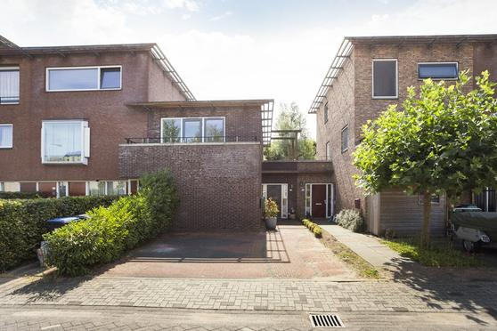 Emily Brontesingel 35 in Arnhem 6836 TV