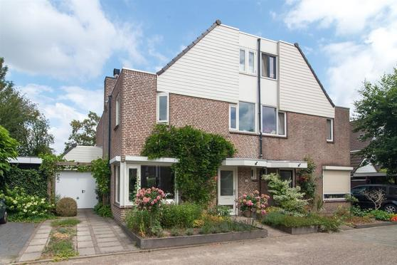 Bezaan 4 in Veenendaal 3904 PB