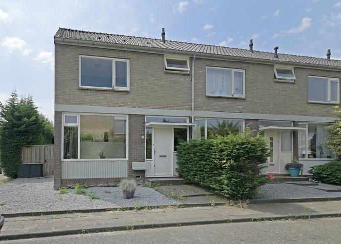 Van Der Veenstraat 1 in Reeuwijk 2811 VN