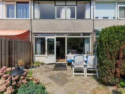 Jonkvrouwlaan 14 in Sassenheim 2171 TL
