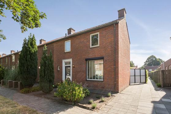 Julianastraat 47 in Halsteren 4661 JP