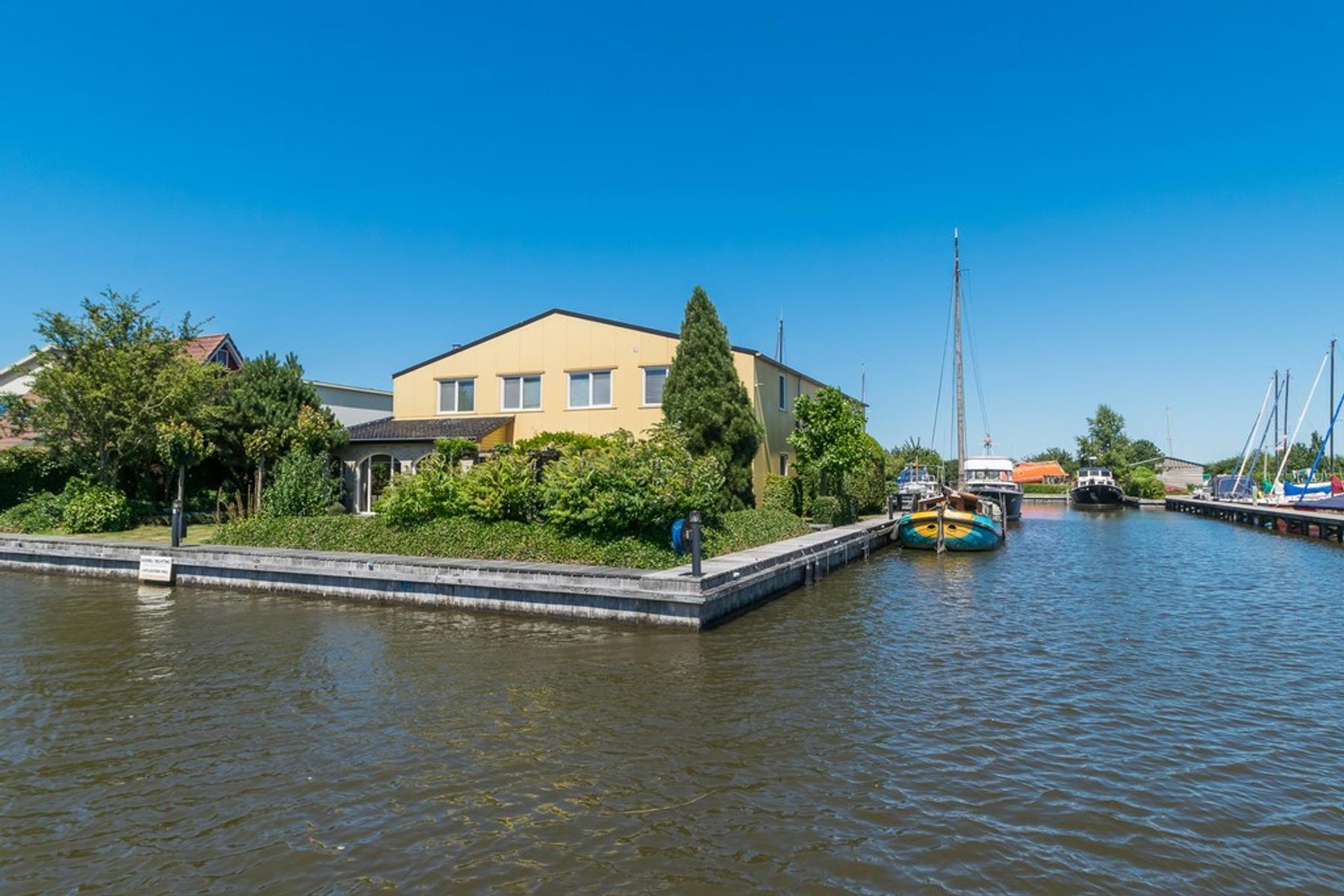 0fcbb7e38e0 De Zwaan 14 in Woudsend 8551 RK: Bedrijfsruimte te koop ...