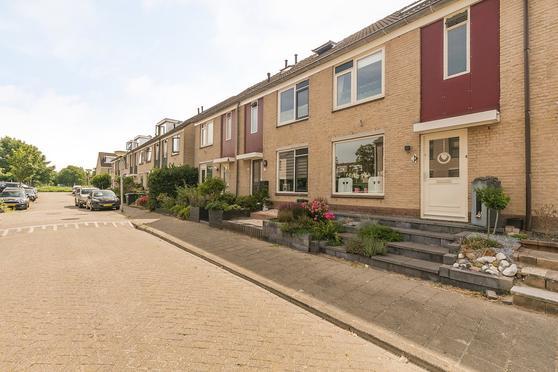 Suze Groenewegstraat 8 in Pijnacker 2642 AC