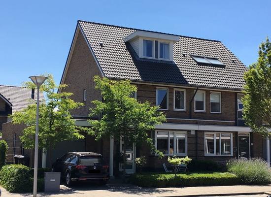 Heer Van Voorneweide 12 in Hellevoetsluis 3223 NL