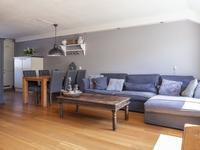 Te koop Tongstraat 42, verrassend leuke tussenwoning met zeer zonnige achtertuin, die de moeite van een bezichtiging meer dan waard is. De woning is zeer sfeervol ingericht en beschikt o.a. over een mooie inbouwkeuken met veel bergruimte en een extra grote zolder.