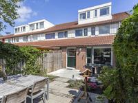 Te koop Tongstraat 42 Almere, verrassend ruime tussenwoning met zeer zonnige achtertuin, die de moeite van een bezichtiging meer dan waard is. De woning is zeer sfeervol ingericht en beschikt o.a. over een extra grote zolder.