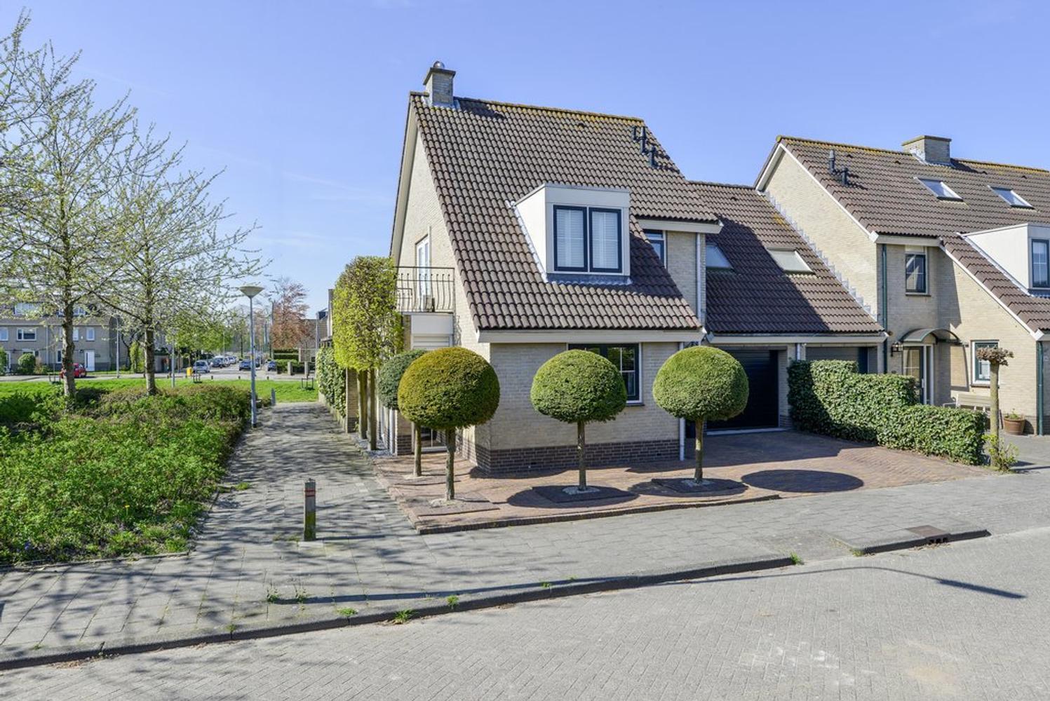 Primulastraat 22 in badhoevedorp 1171 mr: woonhuis te koop