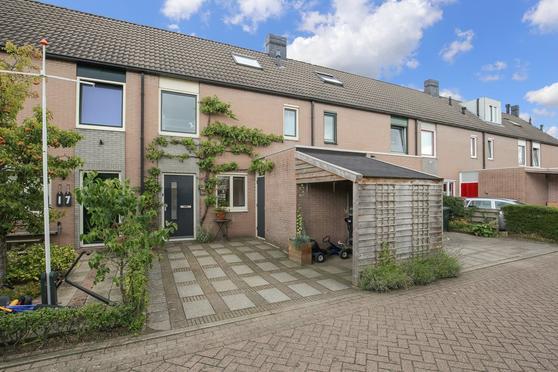 Flora Bilderbeekstraat 19 in Zwolle 8017 DS