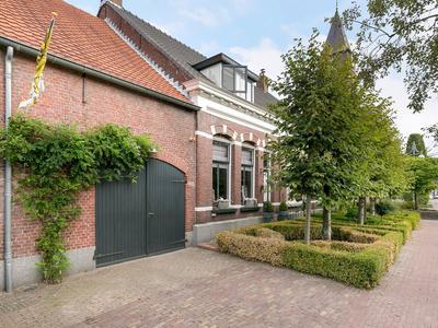 Raadhuisstraat 1 in Rucphen 4715 CB