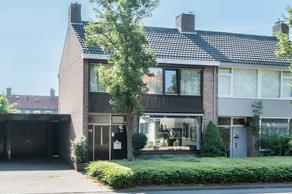 Jonkheer De La Courtstraat 21 in Vlijmen 5251 JD