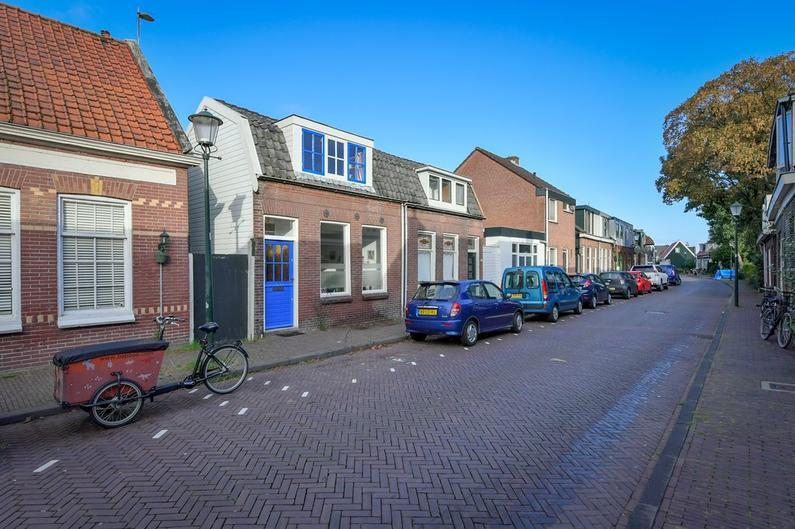Zuiddijk 298 in Zaandam 1505 DE