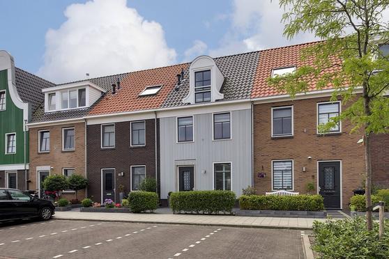 Langhuislaan 42 in Landsmeer 1121 RL