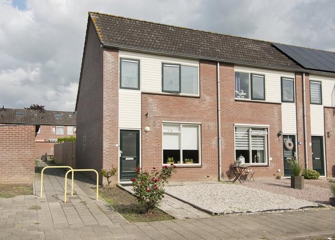 Dokter Van Wieringenstraat 1 in Waardenburg 4181 BS