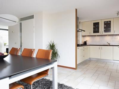 J. Van Zantenstraat 88 in Meteren 4194 VC