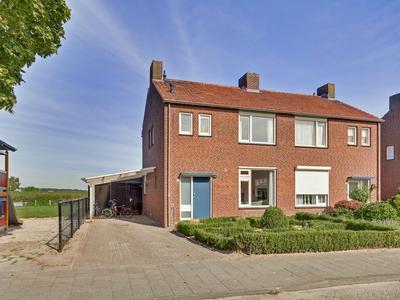 Van Broekhuizenstraat 21 in Oostrum 5807 AJ