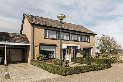 Pastoor Van Berkelstraat 46 in Sambeek 5836 BJ