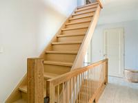 Tweede verdieping:<BR>Vaste trap naar de zolder met laminaatvloer. Hier zijn nog twee mooie ruimten welke als slaap-/ werk- of hobbykamer ingericht kunnen worden.