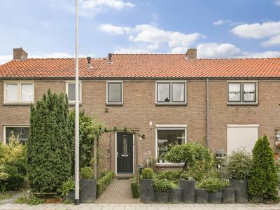 Anthonie Van Dyckstraat 62 in Deventer 7412 RN