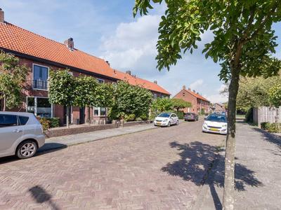 Dahliastraat 14 in Roosendaal 4702 CJ