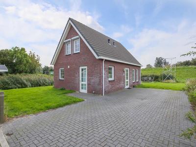 Duinweg 2 B in Hellevoetsluis 3221 LC