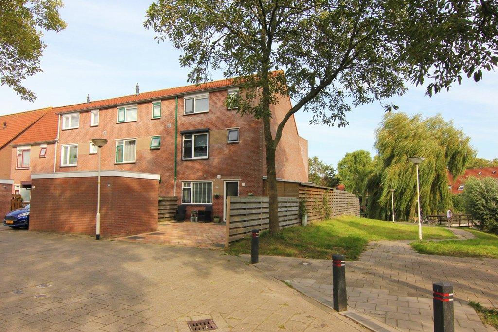 Buizerdveld 66 in zoetermeer 2727 be: woonhuis te koop. van driel