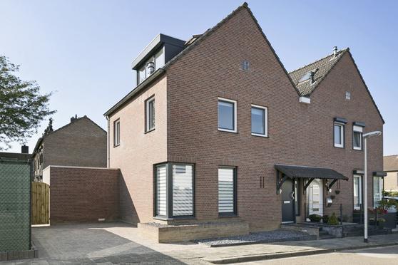 Gerard Doustraat 15 in Heerlen 6415 VB