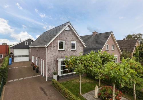 Oosterparallelweg 33 in Staphorst 7951 DD