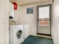 In de (was)kamer aan de achterzijde is de cv-opstelling en de wasapparatuur aansluiting. Vanuit deze kamer heeft u toegang tot het balkon.