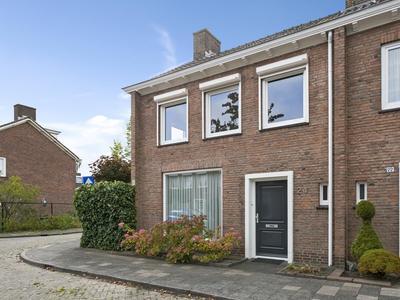 Esdoornlaan 24 in Roosendaal 4702 AT