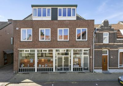 Grotestraat 35 En 35A in Linne 6067 BP