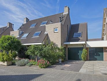 Leeuwenhorst 6 in Alphen Aan Den Rijn 2402 PK