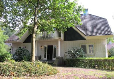 Raadhuislaan 5 B in Wassenaar 2242 CR