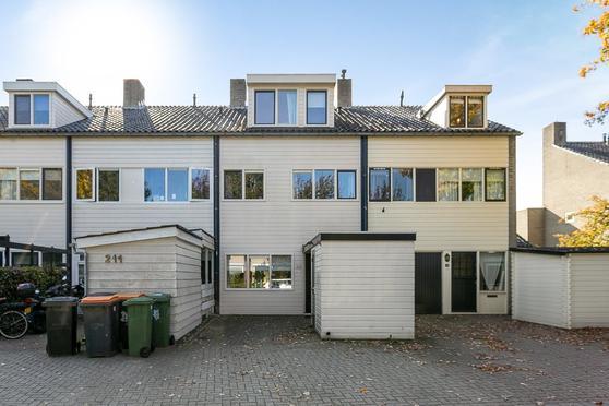 Het Laar 213 in Deventer 7414 BP