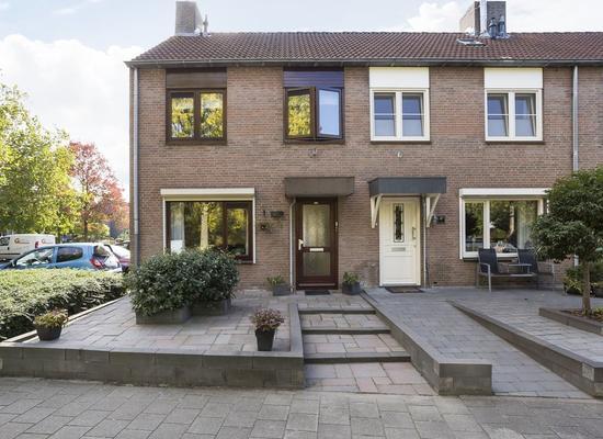 Rosmolen 22 in Zevenbergen 4761 XC