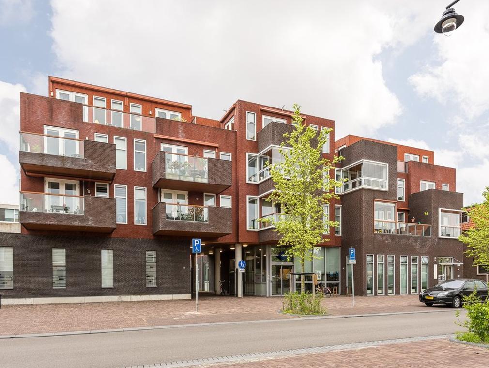 Burgemeester De Bruinelaan 71 in Zwijndrecht 3331 AC