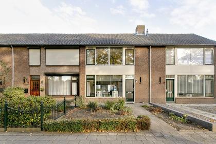 Burgemeester Elkhuizenlaan 82 in Halsteren 4661 CM