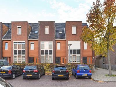Prinses Beatrixplantsoen 26 in Hoofddorp 2131 XK