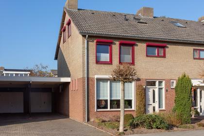 Pastoor Houbenstraat 5 in Arcen 5944 EC