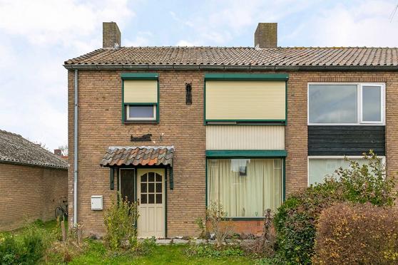 Groene Kruisstraat 112 in Dinteloord 4671 EM