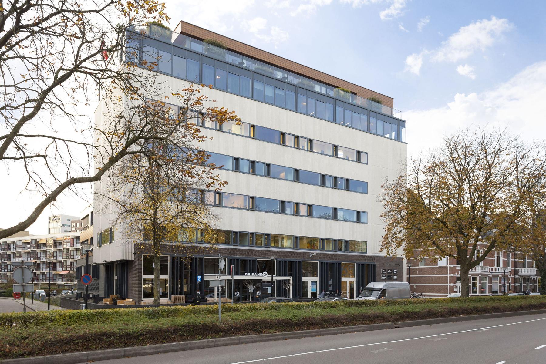 Te huur via Bedrijfsmakelaar ReBM Bedrijfsmakelaardij te Amersfoort de  Stadsring 67 Amersfoort. Het betreft kantoorruimte met industriële uitstraliing.
