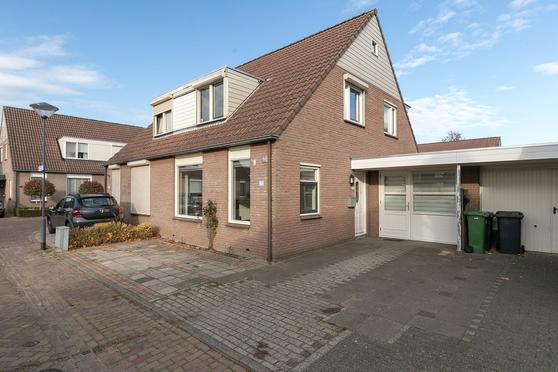 Reggestraat 25 in Helmond 5704 MS