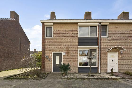 Anna Bijnslaan 9 in Roosendaal 4707 AK
