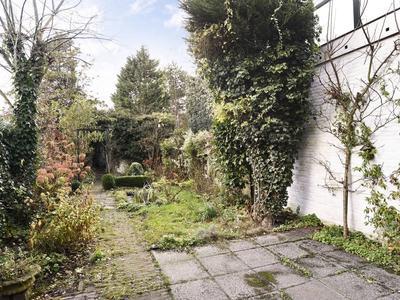 Van Zuylen Van Nijeveltstraat 5 in Wassenaar 2242 AH