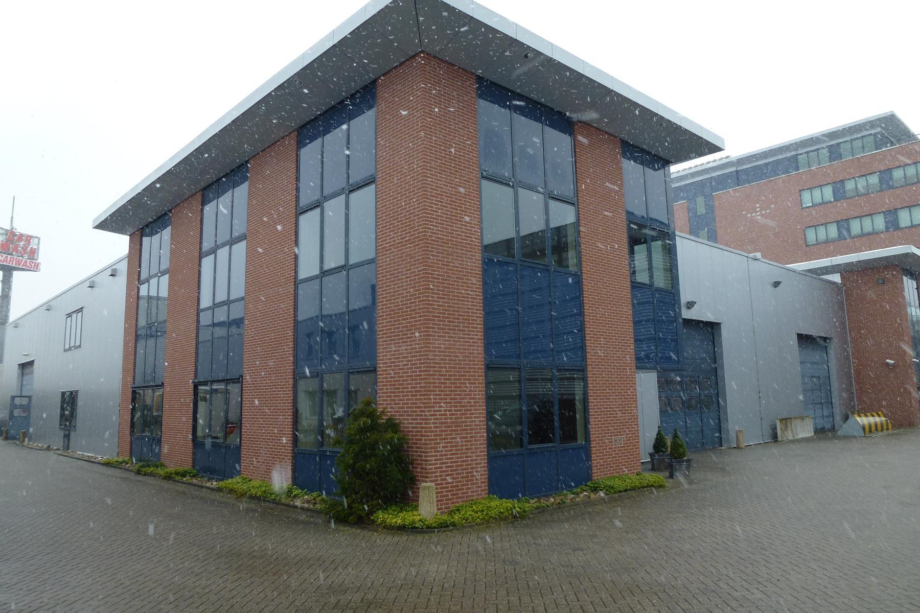 Op bedrijventerrein Calveen, Astronaut 26 te Amersfoort is deze zeer nette kantoorruimte te huur.<BR><BR>meer informatie via ReBM Bedrijfsmakelaardij Amersfoort