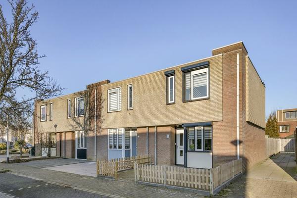 Klaproosberg 17 in Roosendaal 4708 KG